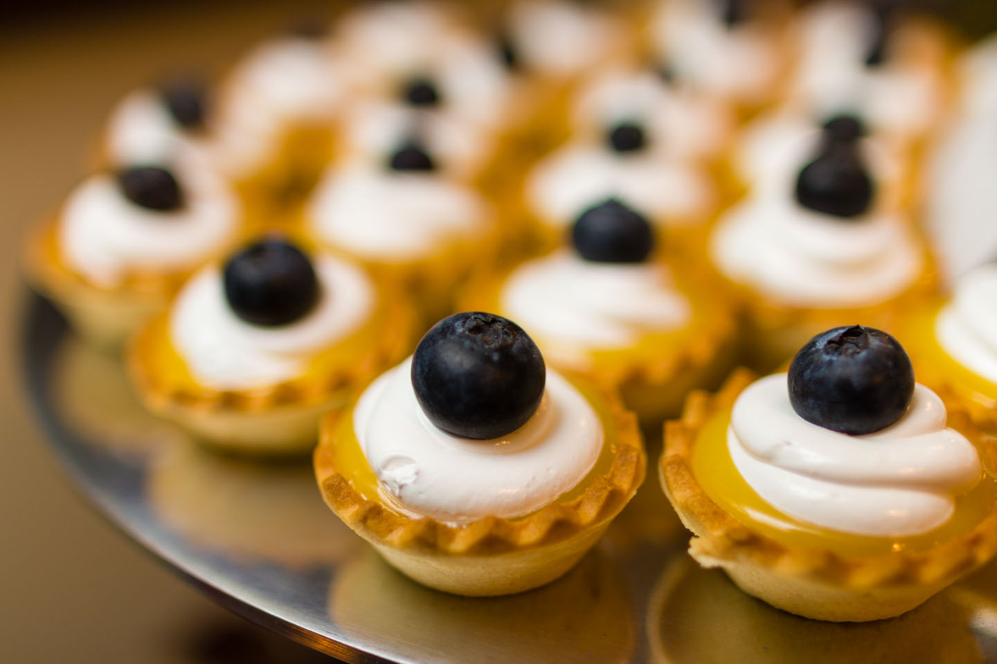 Lemon tarts with blueberries