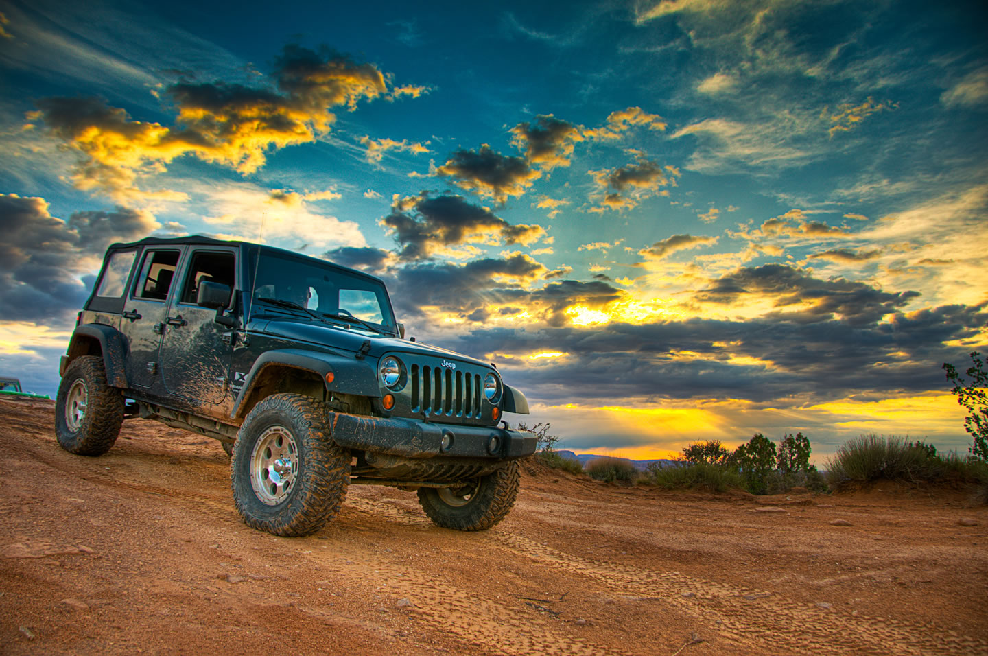 moab a jeep and a great sunset dav d photography. Black Bedroom Furniture Sets. Home Design Ideas