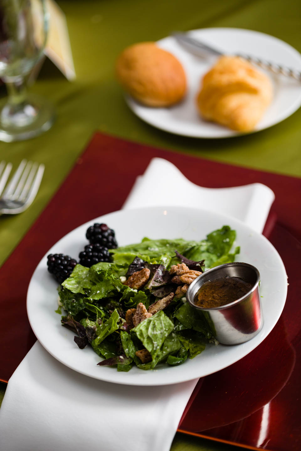 Blackberry and walnut salad