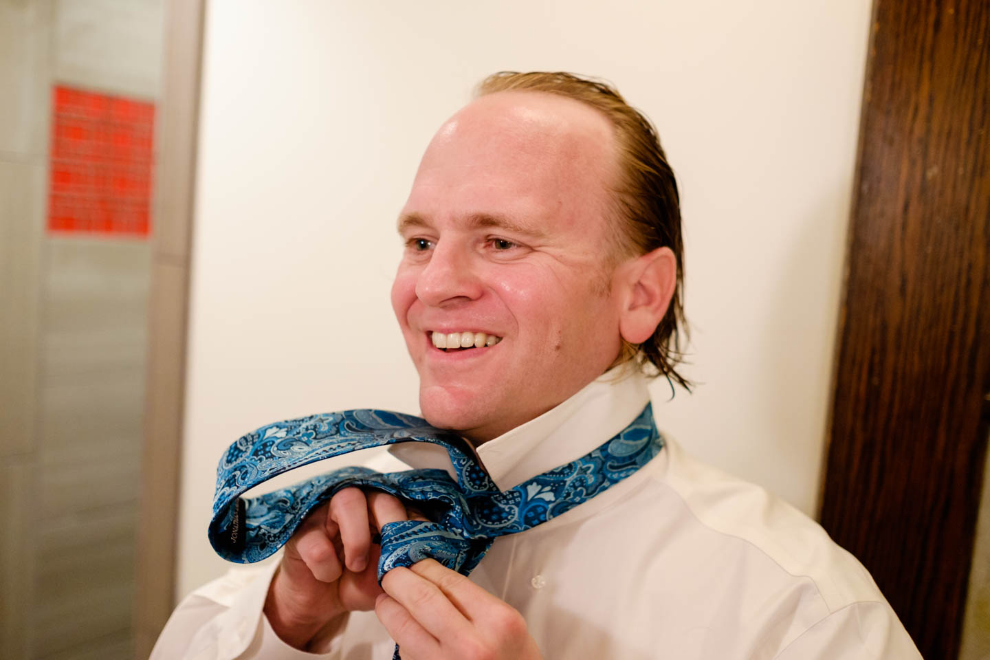 Groom ties the tie