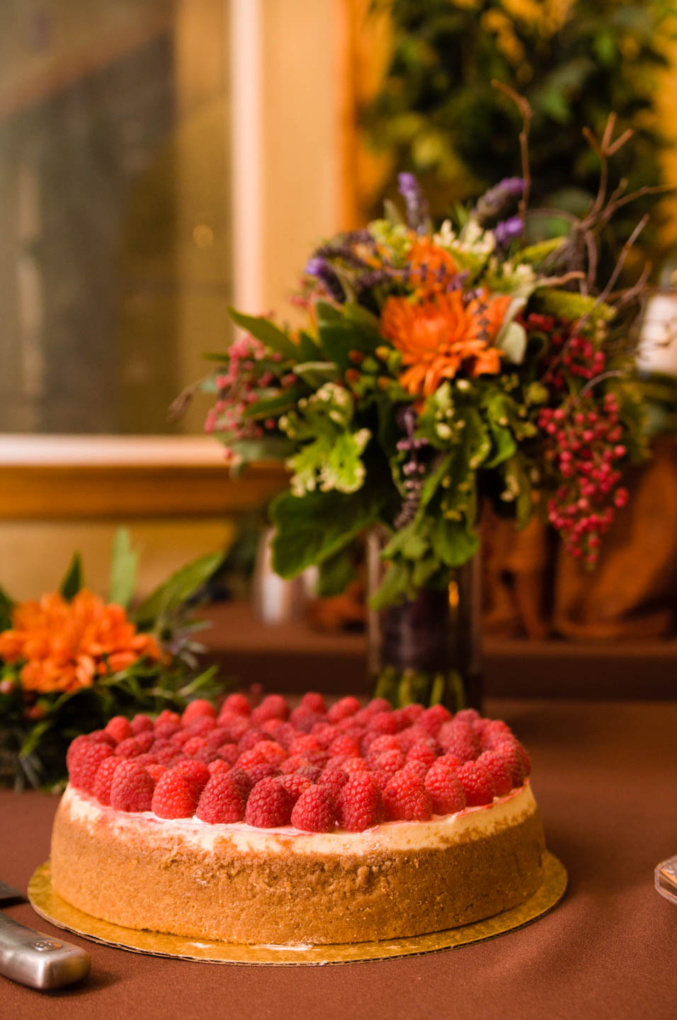 Raspberry cheesecake for the wedding cake