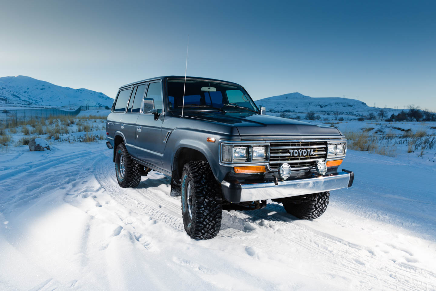 Toyota Land Cruiser J60 in the snow